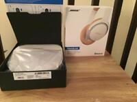 White bose soundlink Bluetooth headphones