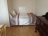 Lovely double room, all bills/incl, £100deposit, to close Hammersmith tube/stat