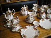 COLLECTION OF ROYAL ALBERT OLD COUNTRY ROSES