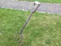 Broad tyned potato fork
