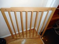 extending stair gate wooden with fittings