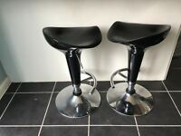 2 Black bar stools in full working order and good condition