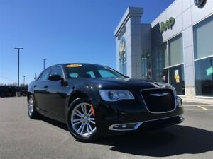 2017 Chrysler 300 TOURING MOONROOF, REMOTE START, CAM $79* WKLY