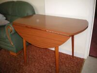 DINNING TABLE DROP LEAF GREAT CONDITION