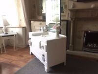 Old vintage shabby chic dress table/chest of drawers with mirror