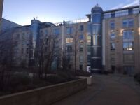 2 bed flat on Gardner's Crescent to rent