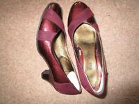 Size 4 burgundy Viva La Diva court shoes. Only worn once.
