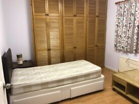 Extra Large Room in House Sharing for Single Person in New Malden
