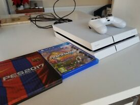 PS4 Sony Playstation 4 - 500GB - White - mint condition with PES 2017 + Trackmania games