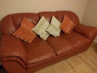 3 seater leather sofa settee in excellent condition