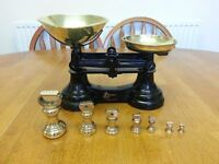 TRADITIONAL VINTAGE WEIGHING SCALES WITH BRASS WEIGHTS