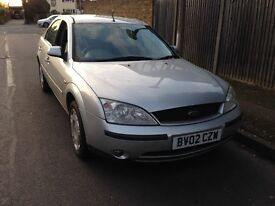 Ford Mondeo silver breaking for parts / spares