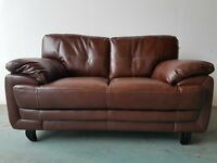 BRAND NEW BROWN LEATHER 2 SEATER SOFA / SETTEE / COUCH / SUITE ON WOODEN FEETS DELIVERY AVAILABLE