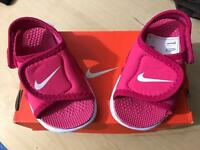 Baby Girl Sandles - Brand New! Size 4.5
