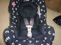 Britax Infant carrier car seat with newborn insert, footmuff and raincover hardly used
