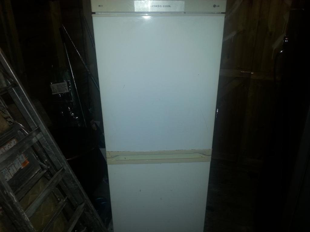 good fridge and clean can deliver phone for delivery no time wasters please thankyou