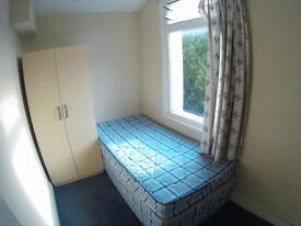 ZONE 2 £100 Single room, just 3 rooms flat with kitchen,bed & wardrobe, Bills INCLUDED, free wi-fi
