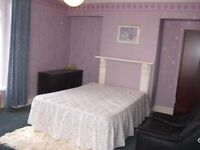 Big Double Bedroom Close to City Centre
