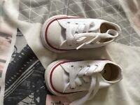 Baby white converse like new with box