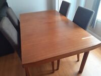 McIntosh table 6 to 8 seater