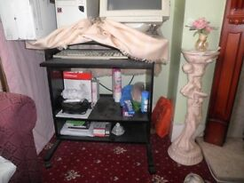Computer/Study Desk with wheels for sale!!