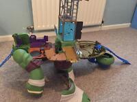 Ninja Turtles bundle - Giant Leo, turtle van and small Leo toy