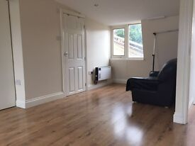 ***LOVELY TOP FLOOR STUDIO FLAT IN CALEDONIAN ROAD!!