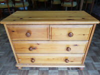 Pine chest of drawers - Used in good condition