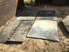 Lightweight horse stable mats
