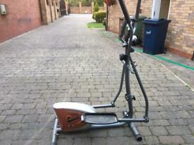 CROSS TRAINER EXERCISE MACHINE