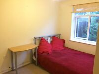 Bournville, double room in lovely area