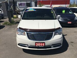 2011 Chrysler Town & Country Touring * LEATHER * CAM * HTD PWR S London Ontario image 4