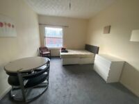 BEDSIT AVAILABLE, SMETHWICK, ALL BILLS + WI FI INCLUDED, FULLY FURNISHED, DSS ACCEPTED!!