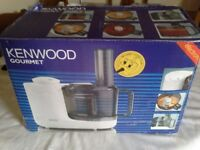 Kenwood Food Processor FP310 with accessories...hardly used, excellent used condition