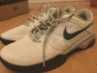 Men's NIKE AIR trainers white and blue (size 9.5)