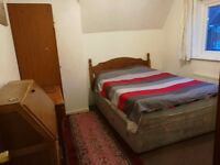 2 rooms avilable in a three bedrrom house in horfield. Fully furnished