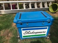 shakespeare fixing box with legs side trays and cushion