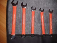 8 pc combination spanner set with tool roll