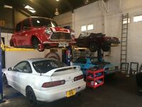 Fully equipped car repair unit with lift ramps to hire
