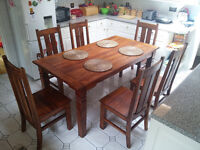Solid dinning table, heavy wood, dark finish, beautiful table inc. 6 chairs