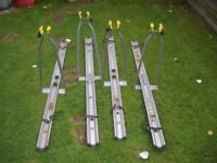 Cycle carriers Car rooftop carriers