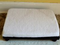 ADJUSTABLE FOOTSTOOL 3 HEIGHT SETTINGS with WHITE FLEECE COVERING - BRAND NEW - (Unwanted Gift)