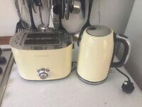Retro cream kettle and toaster set - used