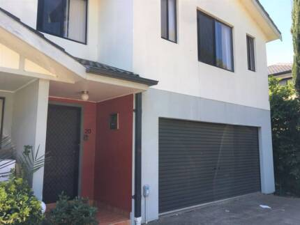 SPACIOUS 4 BEDROOM TOWNHOUSE IN CONVENIENT LOCATION