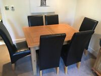 Solid Oak Expandable Dining Table with 6 Chairs.