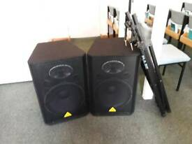 Pair Behringer VS1520 600-Watt PA Speakers with tripods