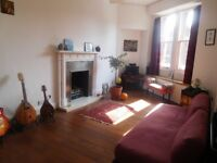 A BRIGHT & SPACIOUS 1 BEDROOM 1st FLOOR FLAT WITH DUAL OPEN SEA VIEWS IN PORTOBELLO