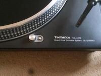 Pair of Technics 1210 Mk2 and pioneer mixer