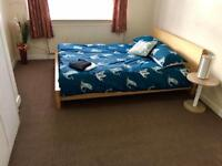LARGE CLEAN DOUBLE ROOM TO LET IN SOUTHALL WITH WIFI