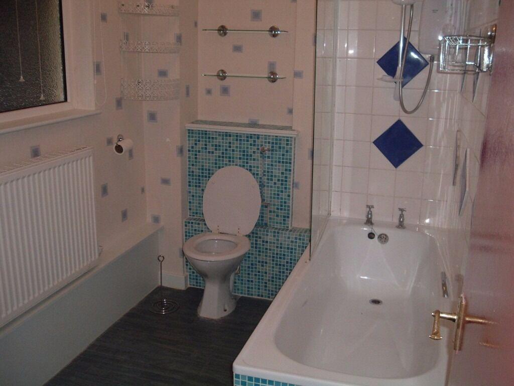 2 Double bedroom G/Floor Purpose Built flat To Let on LongBridge